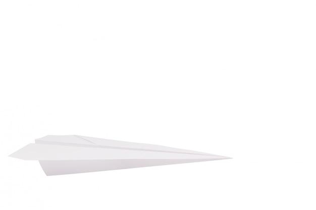 Razzo di carta pieghevole contro un muro bianco