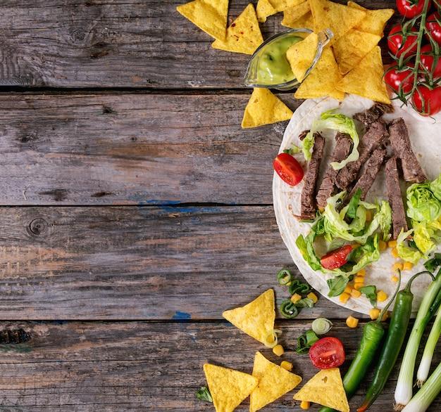 Sfondo di cibo con ingredienti di tortilla