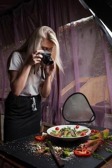 Processo di lavoro backstage di food blogger. equipaggiamento speciale. nutrizione appropriata. stile di vita attivo.