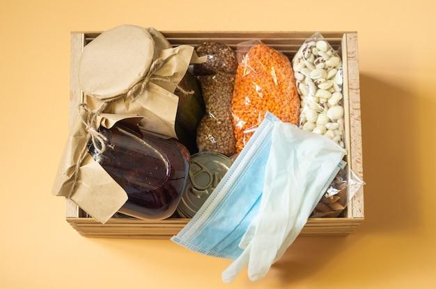 Consegna di cibo, donazioni, coronavirus