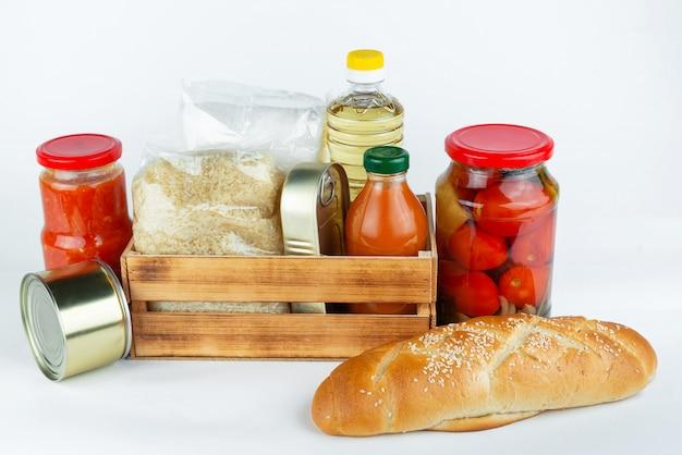 Donazioni di cibo o concetto di consegna di cibo
