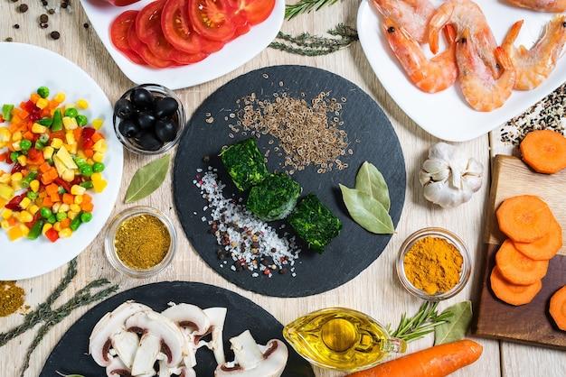 Ingredienti alimentari per cucinare piatti culinari.
