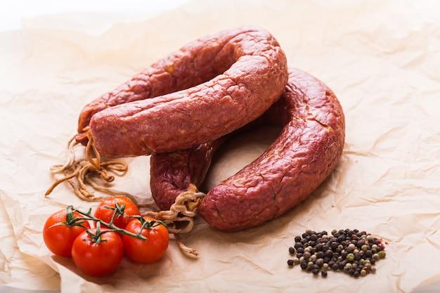 Cibo, cucina nazionale e delizioso concetto - salsicce a base di carne di cavallo.