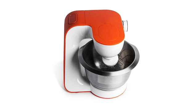 Robot da cucina isolato su una superficie bianca