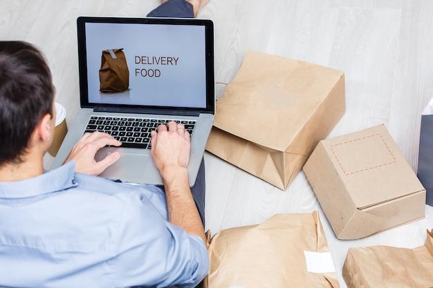 Concetto di consegna online di ordini di prodotti alimentari