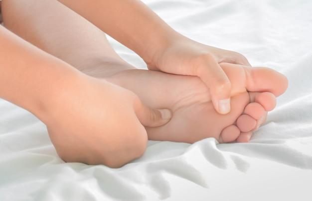 Massaggio ai piedi nelle donne
