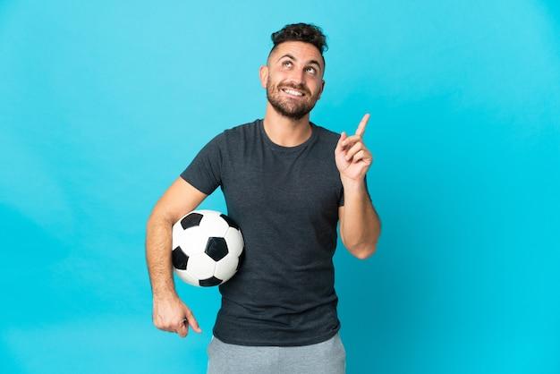 Giocatore di football isolato su sfondo blu che indica una grande idea