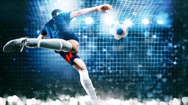 Scena di calcio durante la partita notturna con il giocatore che calcia il pallone con potenza