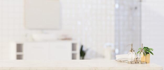 Primo piano per l'esposizione del prodotto di montaggio sul ripiano del tavolo in marmo sopra il bagno sfocato