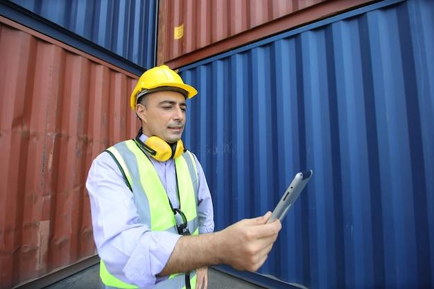 Cassetta dei contenitori di carico di controllo del caposquadra dalla nave cargo per l'importazione e l'esportazione.