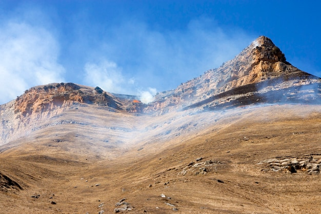 Incendi boschivi nelle montagne del caucaso