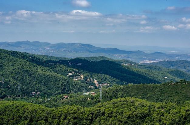 Vista sulla foresta dalla cima del monte tibidabo