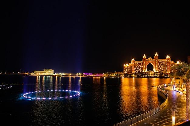 La fontana di the pointe a palm jumeirah di dubai si è confermata la più grande del mondo