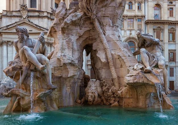 La fontana dei quattro fiumi del bernini in piazza navona