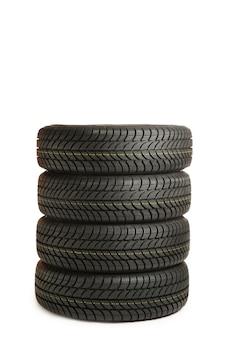 Quattro pneumatici neri isolati