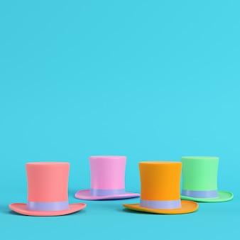 Quattro cappelli a cilindro colorati su sfondo blu brillante