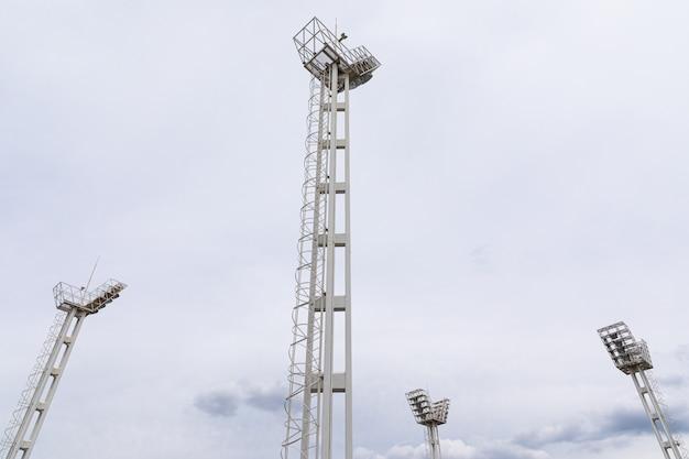 Quattro poderose costruzioni moderne di fulmini da stadio, fulmini sportivi
