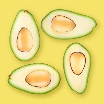 Quattro metà mature dell'avocado su fondo giallo. per lo sfondo viene utilizzato il colore pantone del 2021: 13-0647 illuminante.