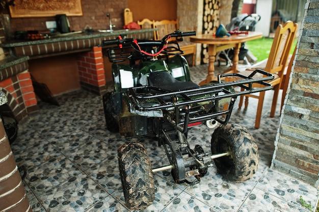 Quad atv a quattro ruote per uso domestico.