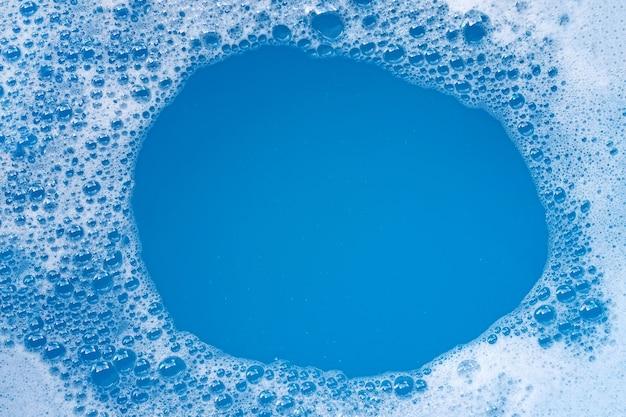 Cornice in bolla di schiuma detergente. vista dall'alto
