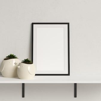 Frame mockup su mensola bianca con decorazione minimalista