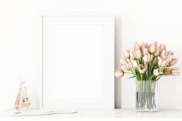 Cornice mockup da donna con fiori rosa