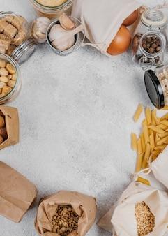 Cornice di ingredienti alimentari dispensa