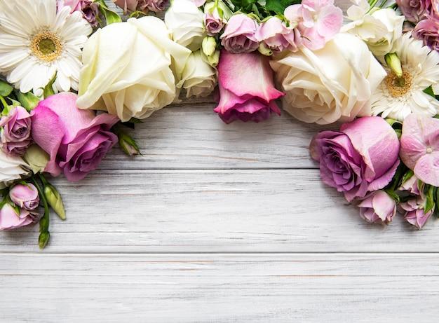 Cornice di fiori rosa