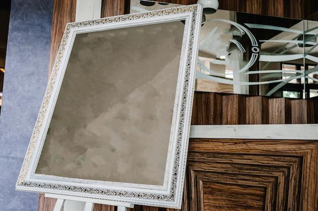 Cornice con tela grunge vuota per foto, foto, immagini. decorativo vintage antico argento antico, cornice dorata. cornice per foto in oro con linea d'angolo, motivo decorativo di design vettoriale, stile artistico.