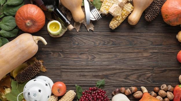 Cornice con ingredienti di stagione nel giorno del ringraziamento. cornice alimentare