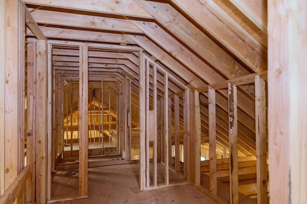 Trave d'inquadratura della nuova casa in costruzione