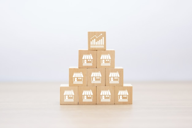 Icone di affari di franchising sul blocco di legno impilato