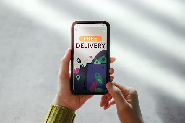 Concetto di promozione della consegna gratuita. strategia di marketing digitale