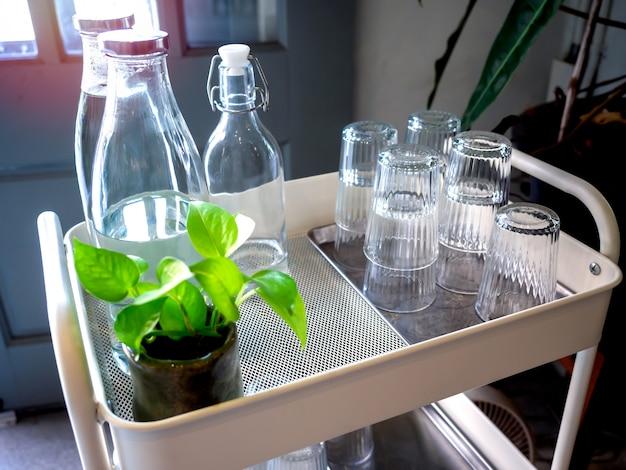 Self service gratuito di acqua potabile situato nella caffetteria.