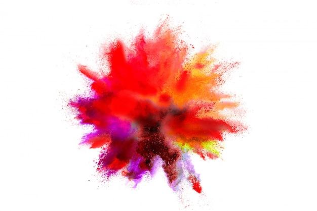 Congeli il movimento della polvere colorata di colore che esplode sul fondo bianco