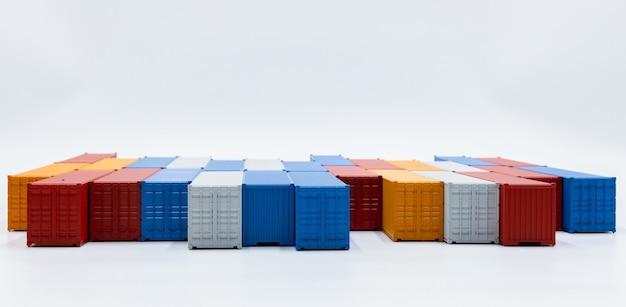 Contenitore di trasporto merci isolato su sfondo bianco, contenitori di carico azienda globale di affari industria import export logistica spedizione trasporto e consegna con copia spazio.