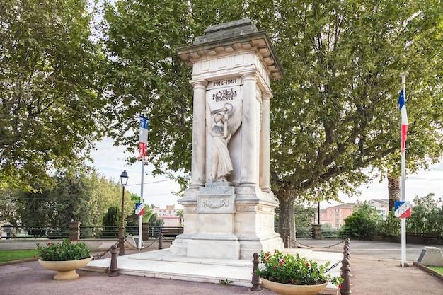 Frejus francia monumento storico alla città di frejus e ai suoi abitanti