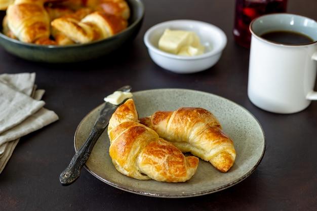 Cornetti francesi. dolci. colazione. cucina nazionale. cibo vegetariano.