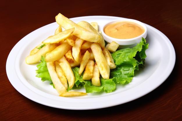 Patatine fritte con salsa