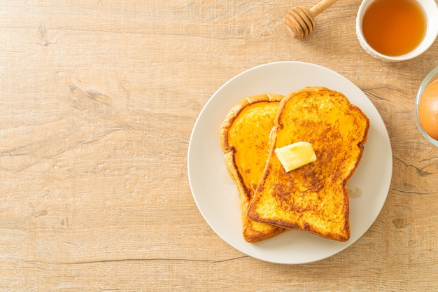 French toast con burro e miele per colazione