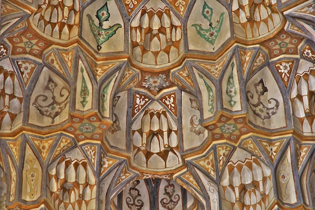Affreschi nella moschea della città di kashan in iran