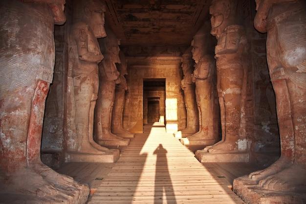 Affreschi nel tempio abu simbel egitto