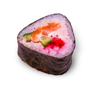 Rotolo appetitoso fresco dei frutti di mare sulla parete bianca.