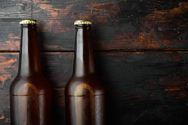 Birra fresca in bottiglie di vetro impostate, vista dall'alto laici piatta