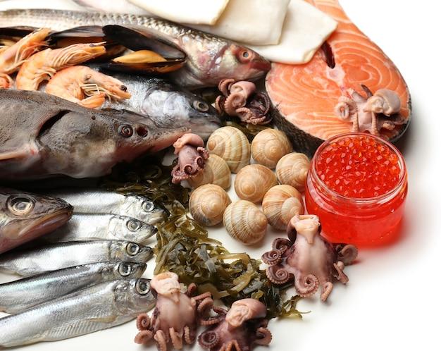 Primo piano del pescato fresco e di altri frutti di mare