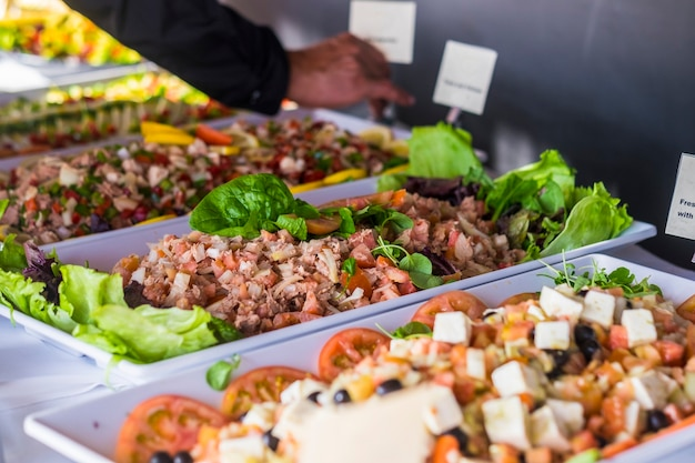 Pesce fresco e verdure per la ristorazione e il concetto di esposizione di ristoranti