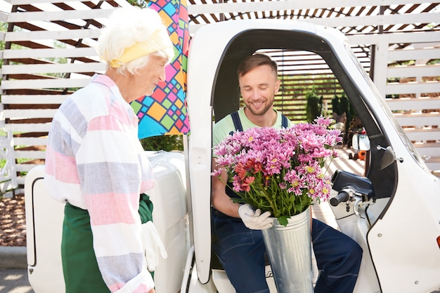 Consegna di fiori freschi