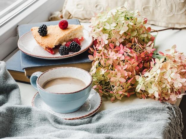 Pasticceria artigianale fresca e profumata. primo piano, vista laterale. concetto di mangiare sano e gustoso