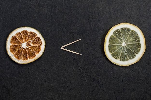 La frutta fresca è più ricca di vitamine di quella secca. confronto tra frutta fresca e secca.