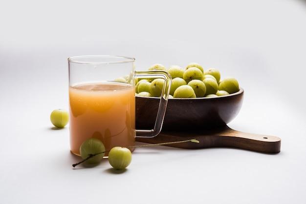 Succo di uva spina fresca o lilla (phyllanthus emblica)